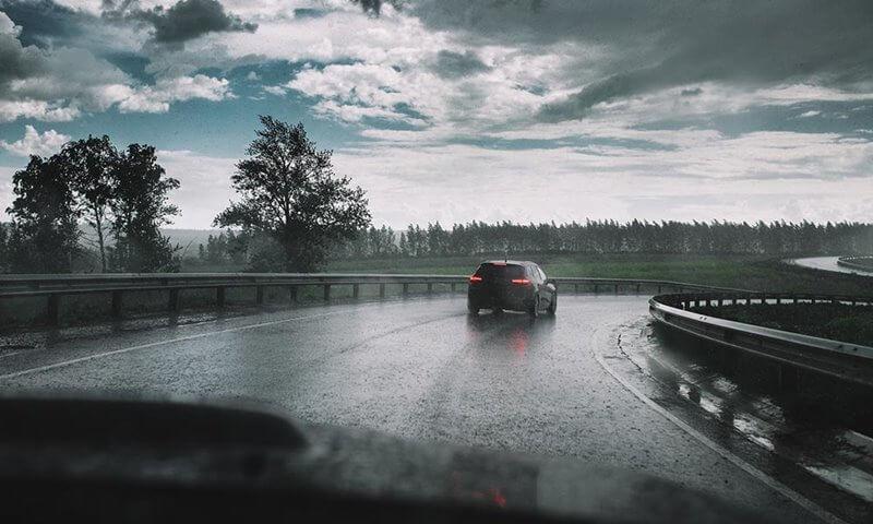 چند پیشنهاد برای رانندگی در هوای بارانی